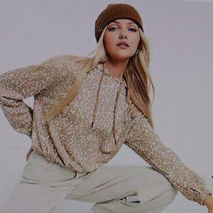 BB Dakota Hoodie in Camel Size M